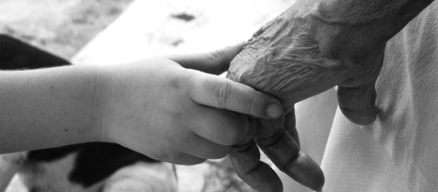 Opozycja powinna nauczyć się podawania dłoni starszym osobom