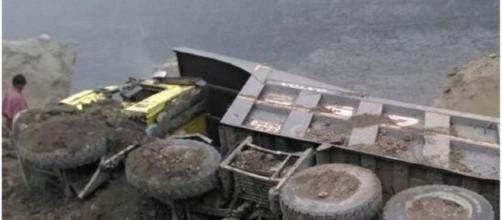 Coal mine collapse in India '/ Photo screencap via OneIndiaGujarat - Twitter