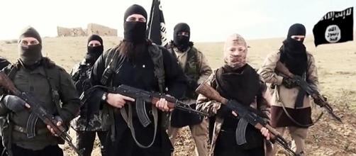 Combattenti dell'Isis armati, tra loro un bambino