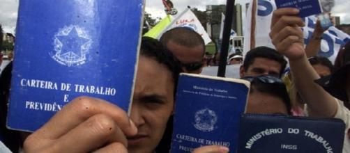 O número de desempregados aumenta cada vez mais no Brasil