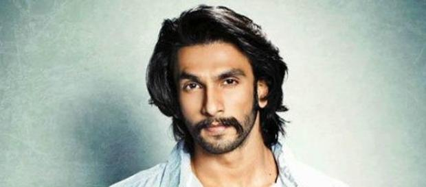 Bollywood actors - desimartini.com/news/bollywood/ranveer-singh-flaunts-his-nosering-on-the-cover-lofficiel/article29444.htm