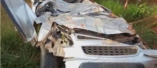 Cantor morre após capotar veículo