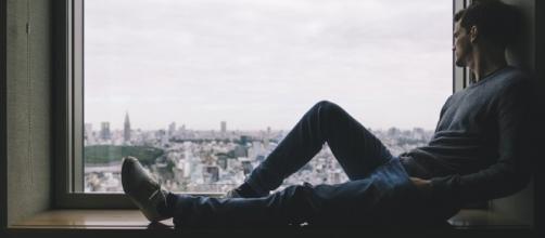Ficar sozinho não é sinônimo de tristeza, como algumas pessoas pensam