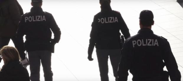 Agenti di Polizia durante un servizio di controllo del territorio