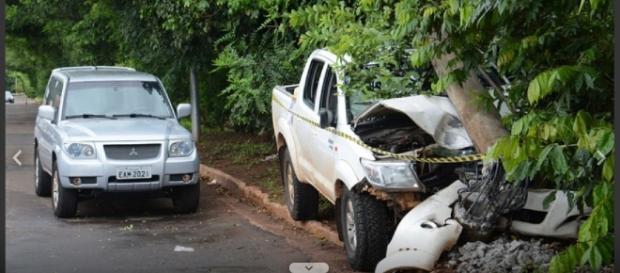Após atingir os integrantes do carro, policial deixa sua Pajero estacionada