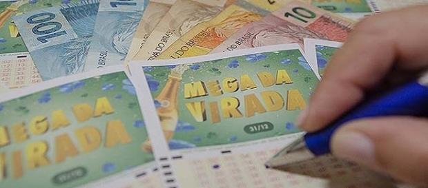 Apostadores sonham com prêmio da Mega da Virada.