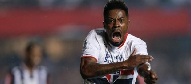 Michel Bastos deixa o São Paulo e vai para o Palmeiras