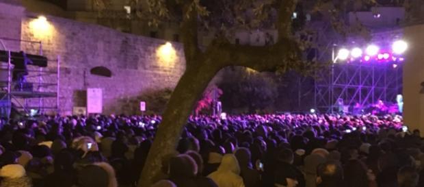 Tante persone al concerto della Mannoia.