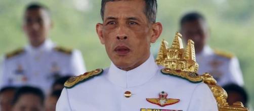 Cette nuit en Asie : la Thaïlande proclame son nouveau roi, Asie ... - lesechos.fr