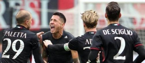 L'esultanza di Lapadula dopo il gol vittoria al Crotone
