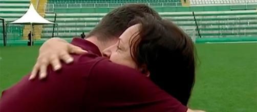 Momento comovente em que a mãe do goleiro Danilo consolou um repórter do SporTV