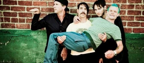 Red Hot Chili Peppers anuncia álbum e lança música inédita