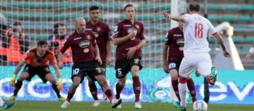 Serie B: una fase di Bari-Salernitana