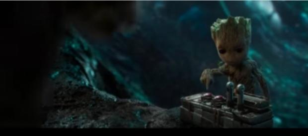 Bébé Groot dans Les Gardiens de la Galaxie 2, responsable d'une charge explosive.