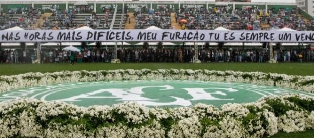 O velório juntou milhares de pessoas, incluindo o presidente Michel Temer