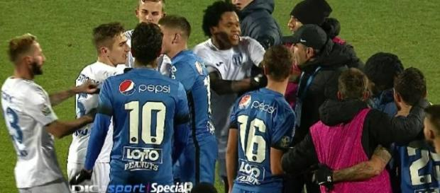 Un jucător de la Craiova a sărit să-l bată pe Hagi