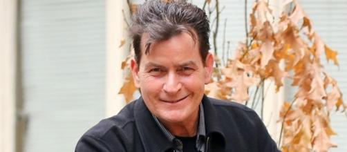 Astro e galã dos longa metragens: Wall Street e Top gang, Sheen deixou o mundo chocado com a revelação de ser soropositivo