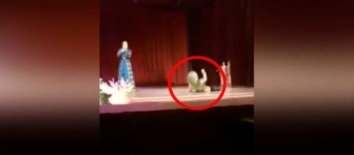 Khusainov morreu enquanto dançava (Crédito: YouTube/ViralTube)