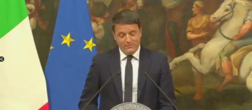 Matteo Renzi durante la conferenza stampa post-Referendum