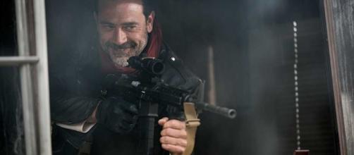 Negan Takes Aim in a New Walking Dead Season 7 Photo - superherohype.com