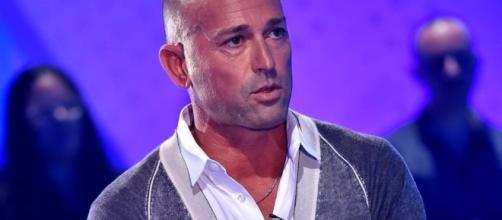 Stefano Bettarini ha partecipato al Maurizio Costanzo Show.