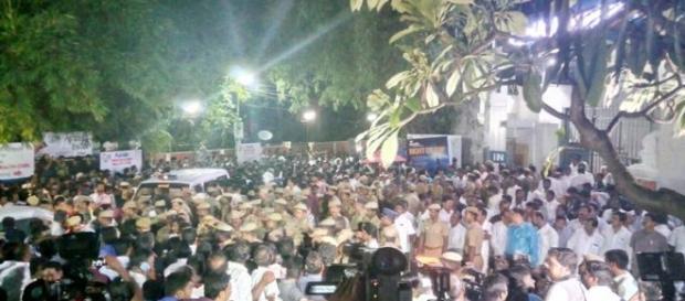 Jayalalithaa in Apollo hospital Crowd gathers (Youtube screen grab)