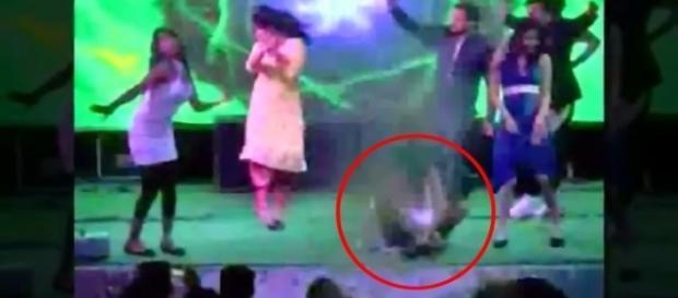 Kulwinder Kaur, de 25 anos, foi morta enquanto dançava em uma festa de casamento (Crédito: YouTube/WorldMediaChannel)