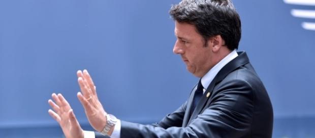 Matteo Renzi saluta tutti e se ne va