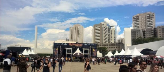 O festival começou ao meio-dia, com público tímido (Foto: Antonio Oliveira)
