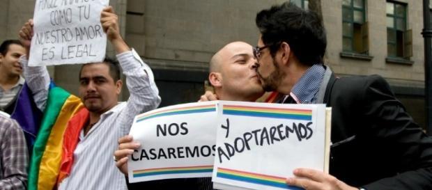 Orientación sexual es irrelevante para adoptar: Suprema Corte - animalpolitico.com