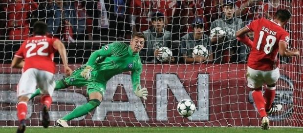 Salvio espera amrcar novamente na Champions League.