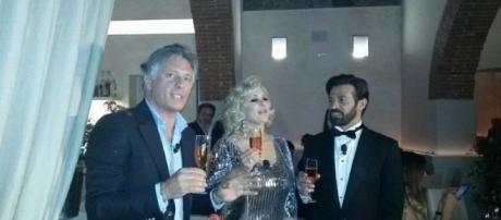 Giorgio Manetti brinda con Tina Cipollari e Gianni Sperti