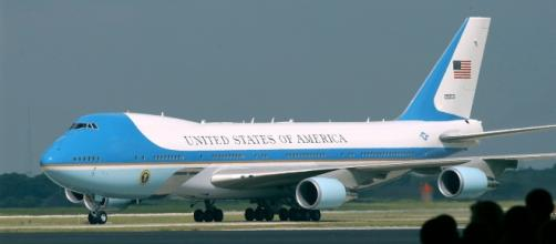 Air Force One courtesy skeeze, pixabay.com, creative commons license