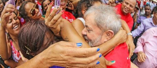 Demonizado diariamente na grande mídia, o ex-presidente aparece, cada vez mais como o principal pleiteante ao Palácio do Planalto em 2018