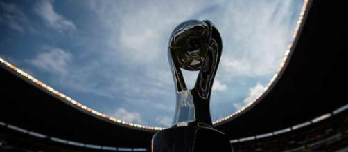 El trofeo que se otorga al campeón de la Liga MX // Goal.com