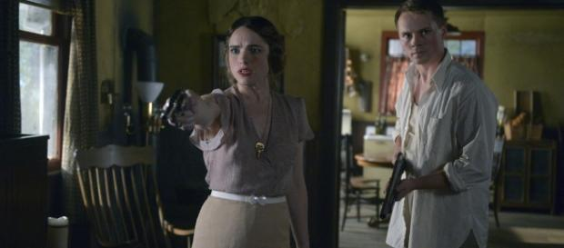 "Timeless S1E09 ""Last Ride of Bonnie & Clyde"" (17 Pictures) - NerdSpan - nerdspan.com"