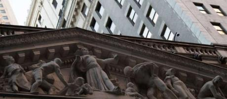 US stocks rise to fresh records in shortened session - San ... - sfchronicle.com