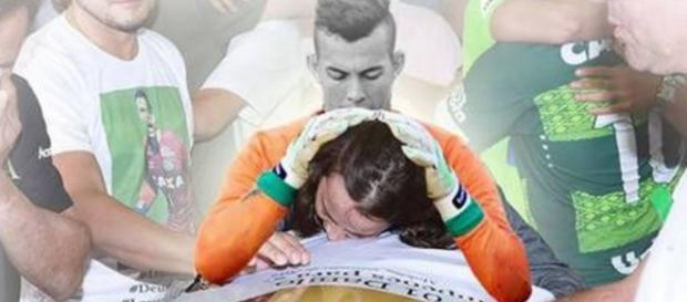 Mãe de goleiro emociona com homenagem - Foto/Facebook