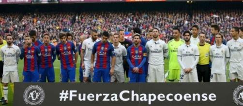 Barcelona e Real Madrid homenageiam a Chapecoense antes do clássico