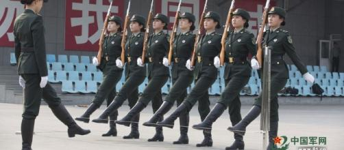 Female soldiers in Chinese People's Liberation Army ... - people.cn BN image library