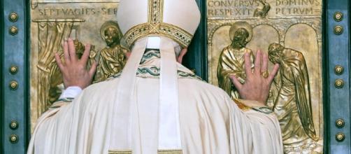 Giubileo, papa Francesco apre la Porta Santa di San Pietro ... - repubblica.it
