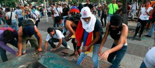 Guarimbas o hechos de violencia registrados el 12 de febrero de 2014 en Caracas protagonizados por la oposición venezolana