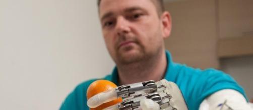 """Life-Hand 2: un progetto per """"dar vita"""" alla mano robotica - ingegneriabiomedica.org"""