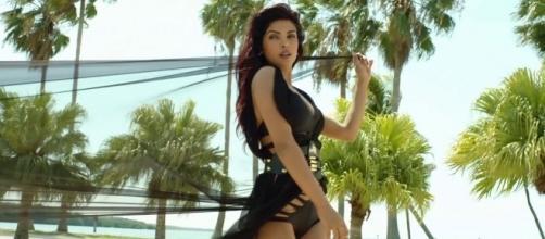 Priyanka Chopra to join Baywatch - cinemalive.in