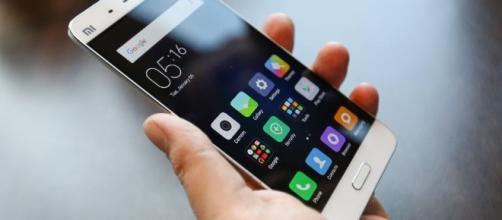 Sem cartão de crédito ou cédulas, apenas o smartphone [imagem: forbes.com]