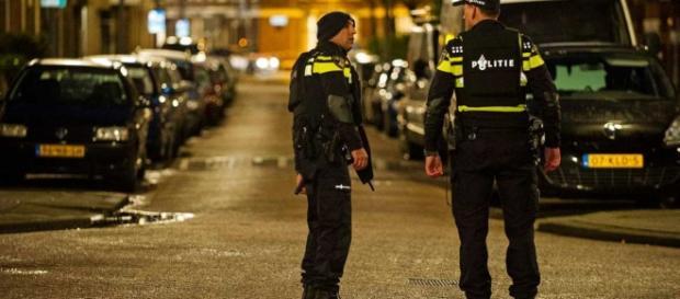 Policías holandeses durante la detención de varios sospechosos el pasado marzo en Rotterdam.