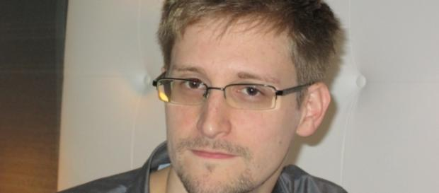 Snowden: L'Nsa controlla anche voli aerei