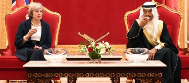 Theresa May lancia pesanti accuse all'Iran