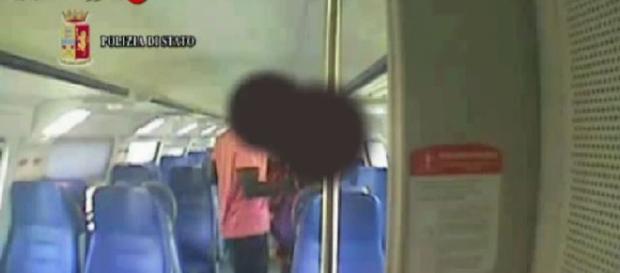 Aggredita e stuprata sul treno regionale: arrestato un ventenne ... - ilmattino.it