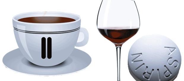Pour éviter la gueule de bois, café et aspirine devraient suffire (en buvant souvent de l'eau)